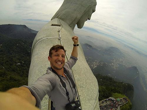 travel selfies